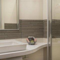 Отель Hôtel Le Beaugency Франция, Париж - 8 отзывов об отеле, цены и фото номеров - забронировать отель Hôtel Le Beaugency онлайн ванная фото 2