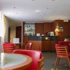 Отель Holiday Inn Milan Linate Airport Пескьера-Борромео гостиничный бар