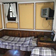 Отель Hadji Neikovi Guest Houses сейф в номере