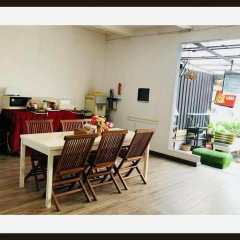 Отель FIRST 1 Boutique House at Sukhumvit 1 питание фото 3