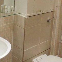 Отель Oakwood At Bow Lane Apts ванная