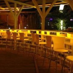 Отель Velaa Beach гостиничный бар