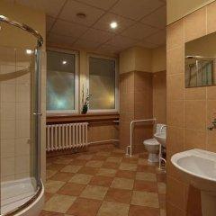Отель Gdanski Dom Turystyczny Hostel Польша, Гданьск - отзывы, цены и фото номеров - забронировать отель Gdanski Dom Turystyczny Hostel онлайн ванная