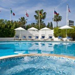 Park Inn by Radisson Nice Airport Hotel бассейн