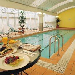 Отель Clarion Suites Gateway бассейн