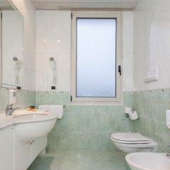 Отель Terme Helvetia Италия, Абано-Терме - 3 отзыва об отеле, цены и фото номеров - забронировать отель Terme Helvetia онлайн ванная