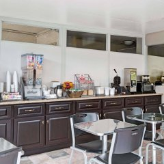 Отель Super 8 by Wyndham Los Angeles-Culver City Area питание фото 2
