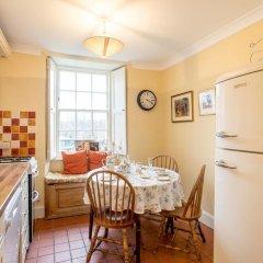 Отель Calton Hill Idyllic Cottage Feel Next 2 Princes St Эдинбург в номере
