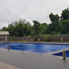 Отель HANA House бассейн