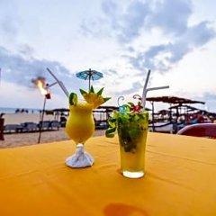 International Beach Hotel & Restaurant бассейн фото 3