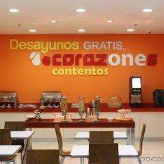 Отель One Patriotismo Мехико гостиничный бар
