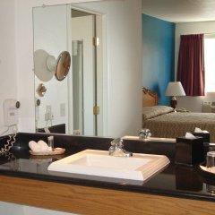 Отель The Alpine Inn & Suites ванная