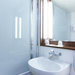 Отель Campanile Paris Ouest - Pte de Champerret Levallois ванная фото 2