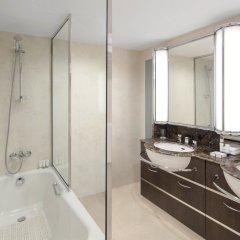 Отель Queen Elizabeth 2 Hotel ОАЭ, Дубай - отзывы, цены и фото номеров - забронировать отель Queen Elizabeth 2 Hotel онлайн ванная