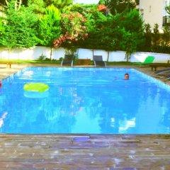Island Hotel бассейн