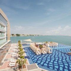 Royal M Hotel & Resort Abu Dhabi пляж