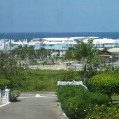 Отель The Atrium at Ironshore пляж фото 2