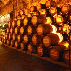 Отель The Wine House Hotel - Quinta da Pacheca Португалия, Ламего - отзывы, цены и фото номеров - забронировать отель The Wine House Hotel - Quinta da Pacheca онлайн гостиничный бар