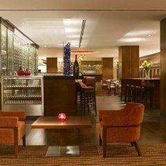 Отель Hilton Garden Inn New Delhi/Saket Индия, Нью-Дели - отзывы, цены и фото номеров - забронировать отель Hilton Garden Inn New Delhi/Saket онлайн гостиничный бар