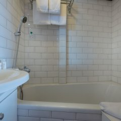Отель KNM MS Switzerland II - Düsseldorf ванная