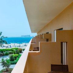 Отель Beach Resort by Bin Majid Hotels & Resorts балкон