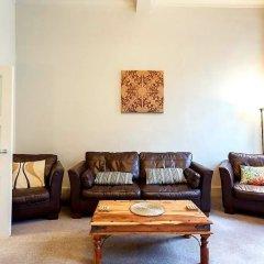 Апартаменты Vibrant Spacious Apartment In West End Глазго комната для гостей фото 5