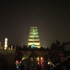 Отель Tangzonglong Hotel (Xi'an Qujiang Big Wild Goose Pagoda North Square Music Fountain) Китай, Сиань - отзывы, цены и фото номеров - забронировать отель Tangzonglong Hotel (Xi'an Qujiang Big Wild Goose Pagoda North Square Music Fountain) онлайн балкон