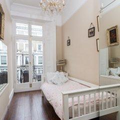 Отель Amazing Chelsea Flat With Stunning Balcony Великобритания, Лондон - отзывы, цены и фото номеров - забронировать отель Amazing Chelsea Flat With Stunning Balcony онлайн комната для гостей фото 3