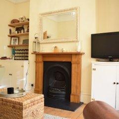Отель 1 Bedroom Apartment Near Clapham Великобритания, Лондон - отзывы, цены и фото номеров - забронировать отель 1 Bedroom Apartment Near Clapham онлайн комната для гостей фото 3
