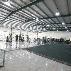 Отель Ninety Nine Center спортивное сооружение