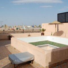 Отель Riad Darino бассейн