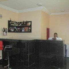 Отель Meadway Luxury Hotels Нигерия, Энугу - отзывы, цены и фото номеров - забронировать отель Meadway Luxury Hotels онлайн гостиничный бар