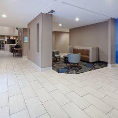 Отель Charter Inn and Suites комната для гостей