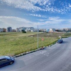 Отель Modern Apt Overlooking Green Area Каура парковка