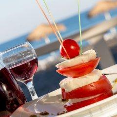 Отель Sea Side Beach Hotel Греция, Остров Санторини - отзывы, цены и фото номеров - забронировать отель Sea Side Beach Hotel онлайн приотельная территория фото 2