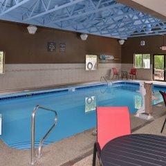 Отель Comfort Suites East бассейн фото 3