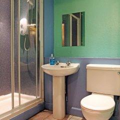 Отель Cowgate Tourist Hostel Великобритания, Эдинбург - отзывы, цены и фото номеров - забронировать отель Cowgate Tourist Hostel онлайн ванная