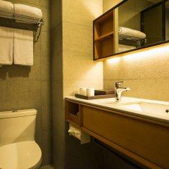 Отель JI Hotel Shanghai Hongqiao Transport Hub Linkong Zone Китай, Шанхай - отзывы, цены и фото номеров - забронировать отель JI Hotel Shanghai Hongqiao Transport Hub Linkong Zone онлайн ванная