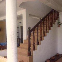 Отель C-Lanka Family Guesthouse интерьер отеля
