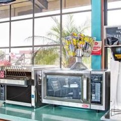 Отель Super 8 by Wyndham Los Angeles США, Лос-Анджелес - отзывы, цены и фото номеров - забронировать отель Super 8 by Wyndham Los Angeles онлайн детские мероприятия фото 2