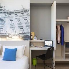 B&B Hotel Milano Cenisio Garibaldi сейф в номере