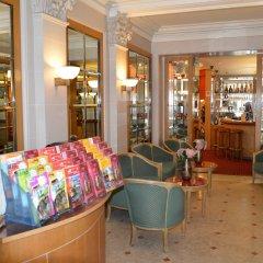 Отель Royal Elysées Франция, Париж - 3 отзыва об отеле, цены и фото номеров - забронировать отель Royal Elysées онлайн интерьер отеля