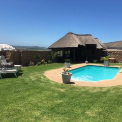 Отель Outeniquabosch Lodge бассейн