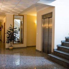 Hotel Alpina Вильянуэва-де-Ароса интерьер отеля