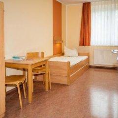 Отель JUGENDGASTEHAUS DRESDEN - Hostel Германия, Дрезден - 1 отзыв об отеле, цены и фото номеров - забронировать отель JUGENDGASTEHAUS DRESDEN - Hostel онлайн комната для гостей фото 3