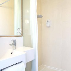 Отель B&B Hôtel Marseille Centre La Joliette Франция, Марсель - 2 отзыва об отеле, цены и фото номеров - забронировать отель B&B Hôtel Marseille Centre La Joliette онлайн ванная