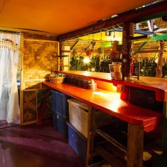 Leaf House Bungalow - Hostel гостиничный бар