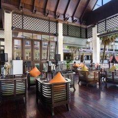 Отель Garden Cliff Resort and Spa Таиланд, Паттайя - отзывы, цены и фото номеров - забронировать отель Garden Cliff Resort and Spa онлайн гостиничный бар