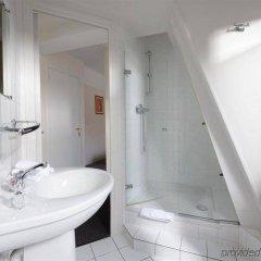 Отель Hôtel Des Batignolles Франция, Париж - 10 отзывов об отеле, цены и фото номеров - забронировать отель Hôtel Des Batignolles онлайн ванная