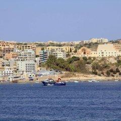 Ambassador Hotel пляж
